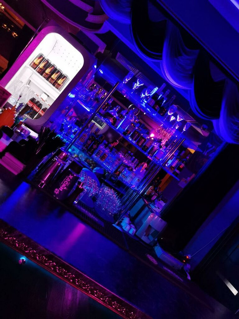 Стриптиз бар в новороссийске хантерс клуб мужской