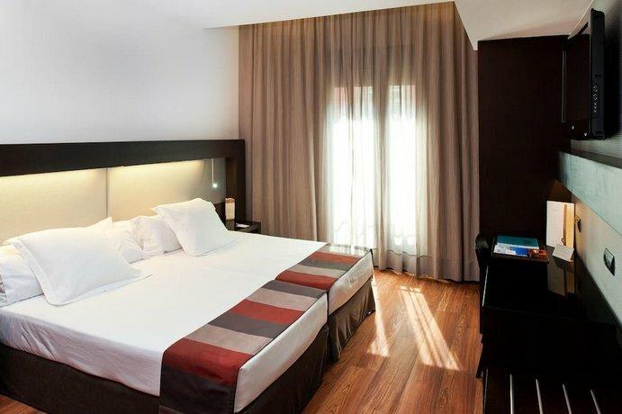Отель Catalonia Port