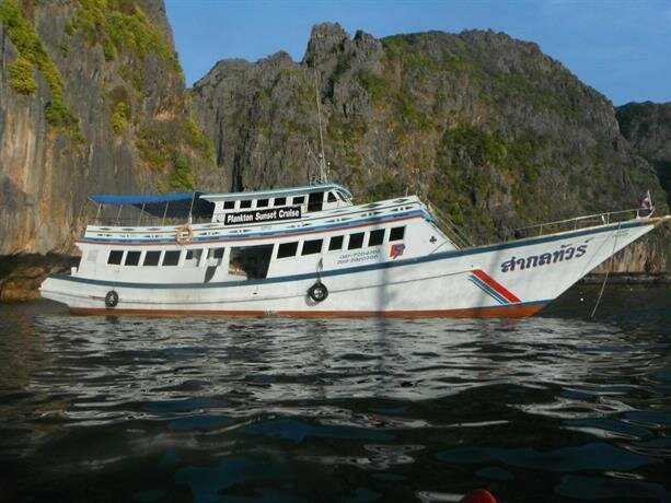 Maya Bay Sleepaboard Resort