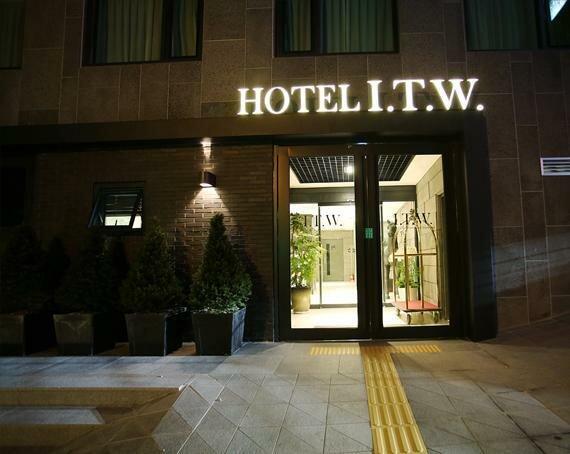 I. T. W. Hotel
