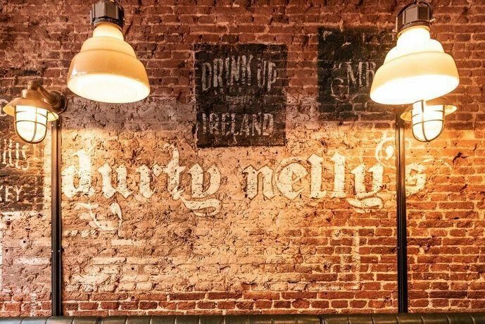Durty Nelly's - Hostel