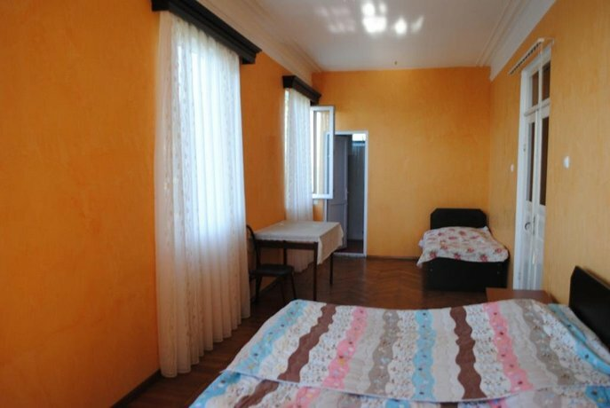 Giga Guest House