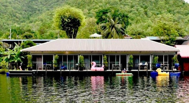 River Hill Side Resort