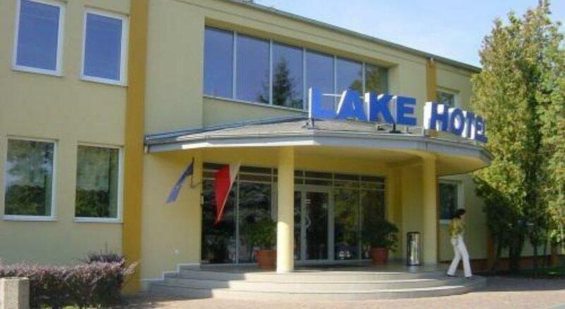 Lake Hotel Steszew