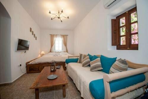 Elegant-Lindian Villa Marietta