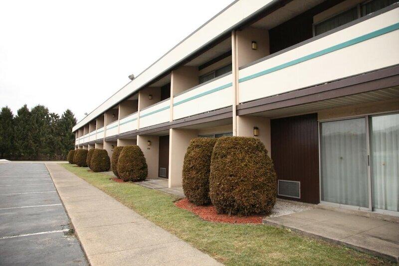 Howard Johnson Inn - New Stanton Greensburg