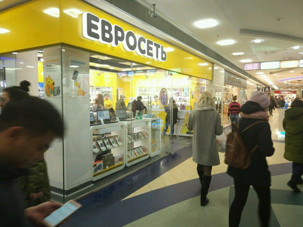 сотрудники евросети на речном вокзале фото