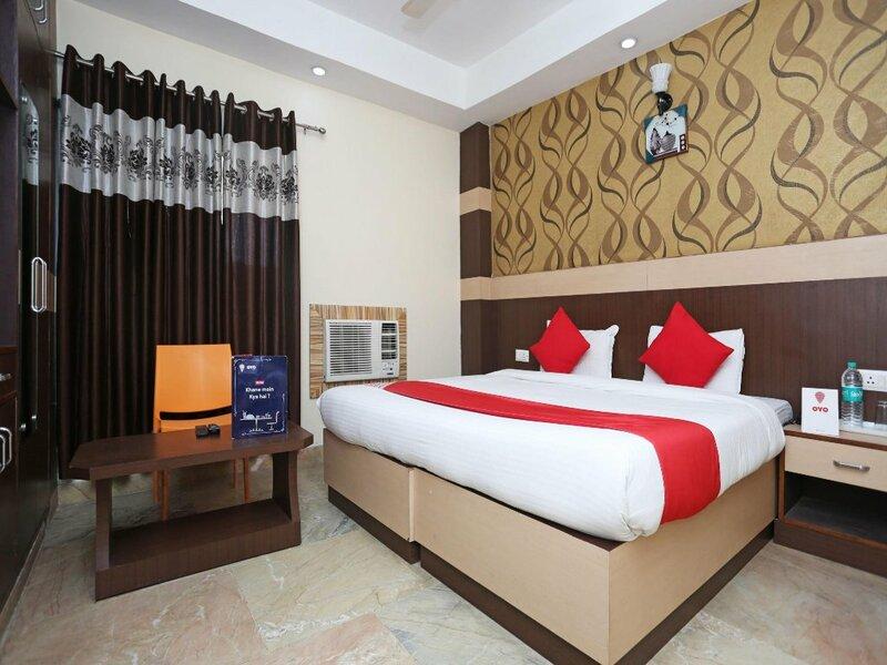 Oyo 12177 Hotel Crystal Inn