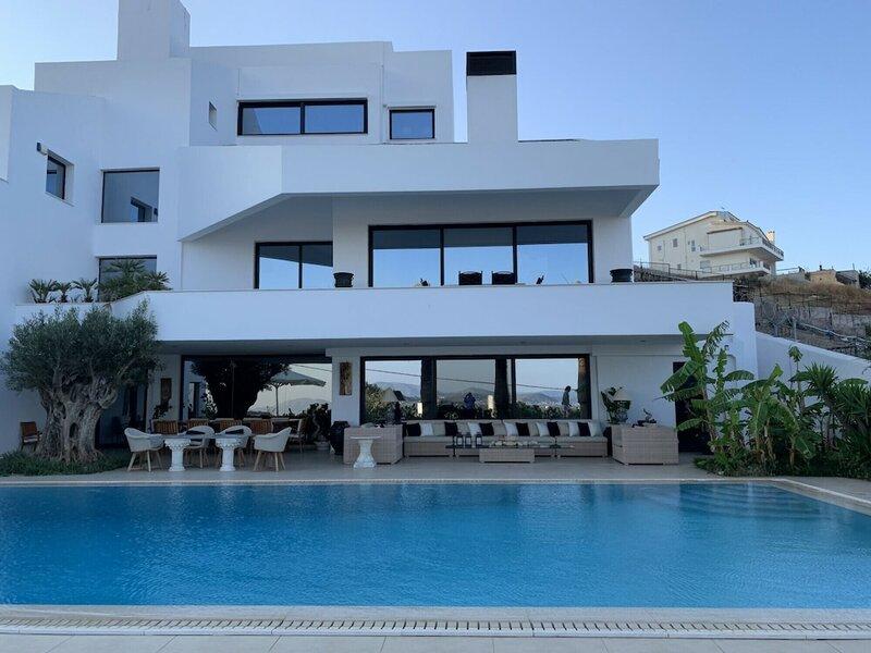 Luxury Villa Marathon