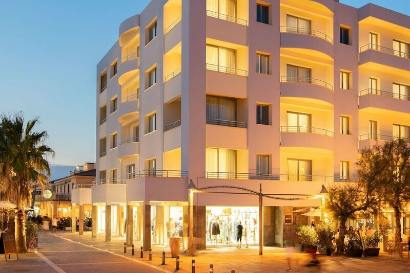 Palace Lido Hotel & Suites