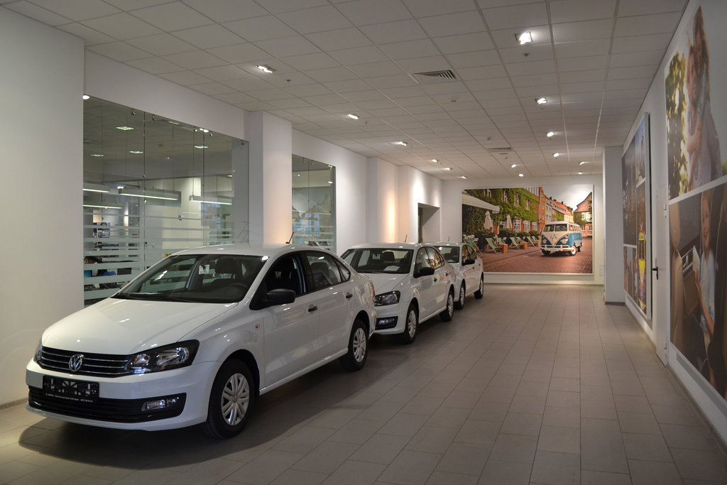 Работа в москве в автосалоне оформитель автомобили автосалоны б у москва