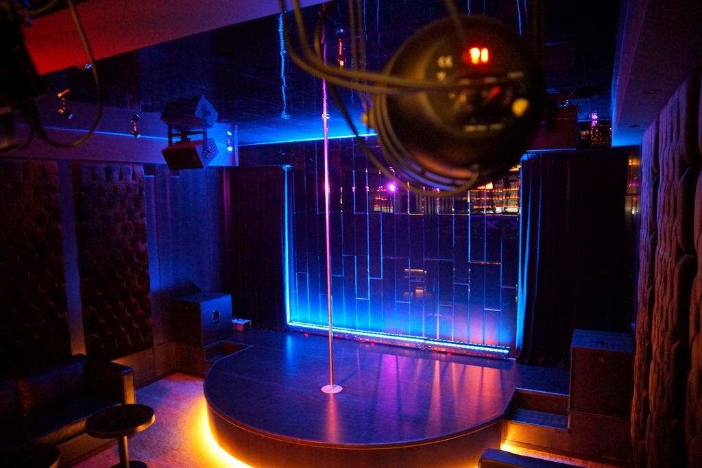 Стриптиз клуб в смоленске зона версаль ночной клуб