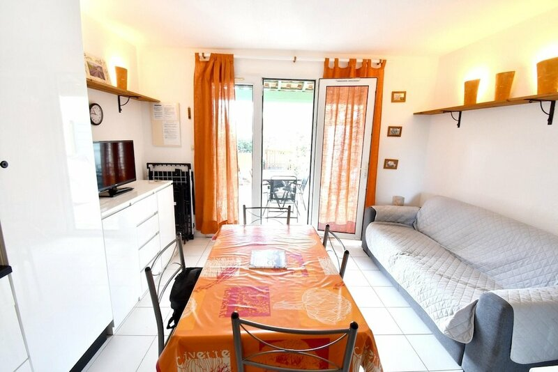 House with 2 Bedrooms in Vendres, with Shared Pool And Furnished Terrace - 300 M From the Beach