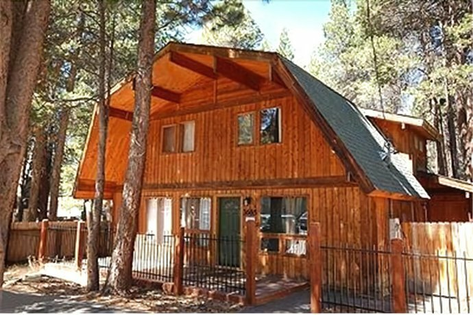 Spruce Avenue Holiday home 1