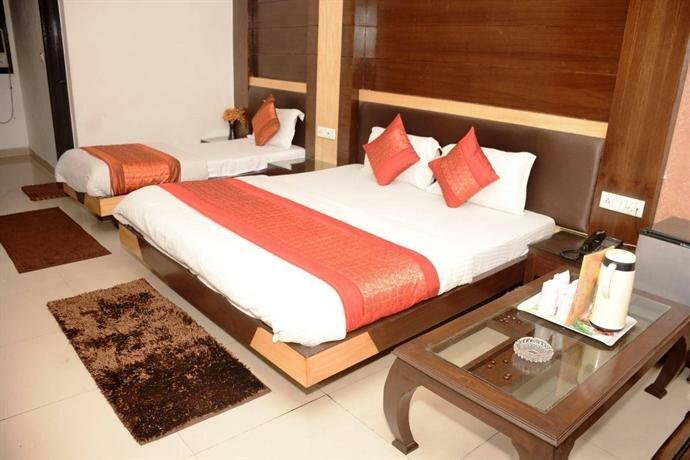 Capital O 6408 Hotel Delhi Heart