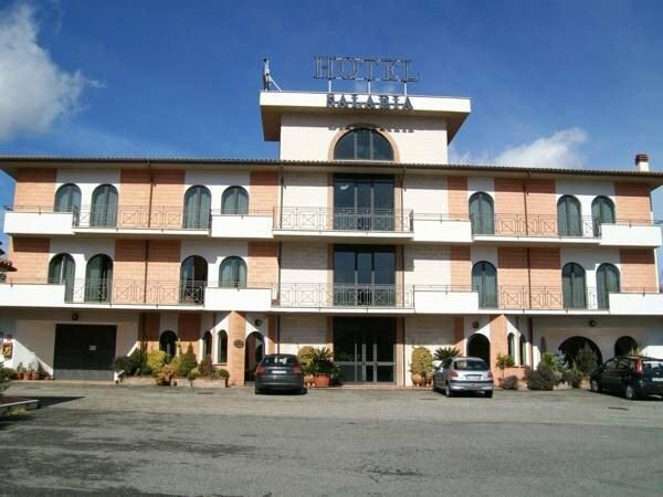 Salaria Hotel