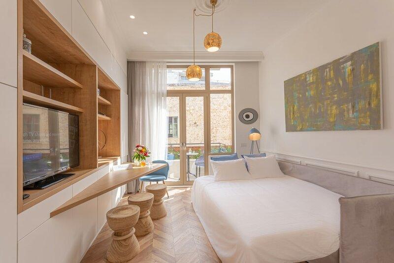 Chandakos 8 Design Apartments