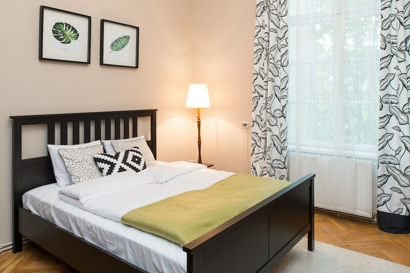 Wawelove spacious 3 bedroom apt 1 min to Main Sq
