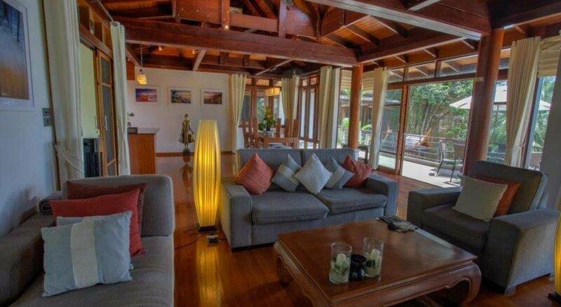 Luxury 5 bedrooms Villa with Seaview Infinity Pool overlooking Surin Beach