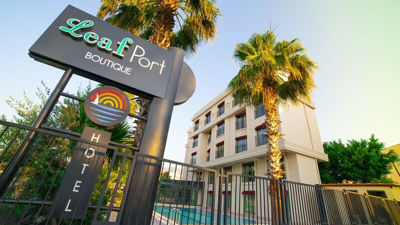 Leaf Port Hotel