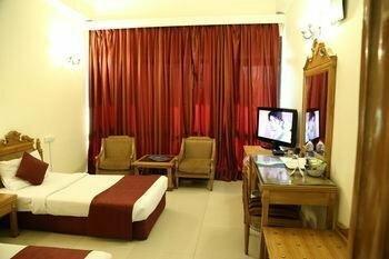 Oyo 657 Hotel K C Cross Road