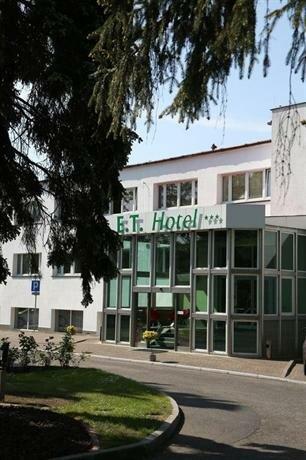 E. T. Hotel