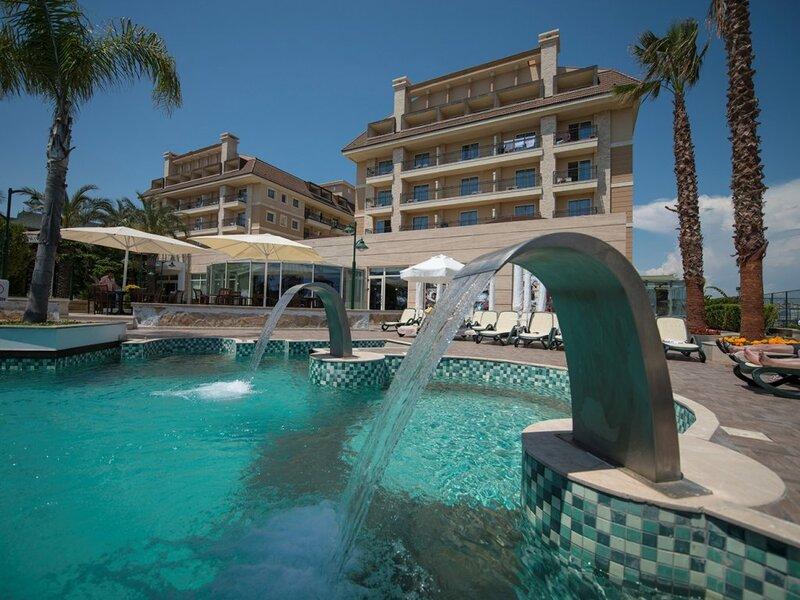 Crystal Family Resort & SPA