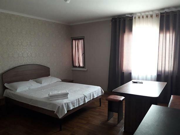 Guest House on ul Yaltinskaya 121 A