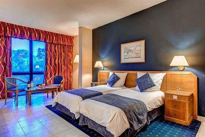 Coastline Hotel