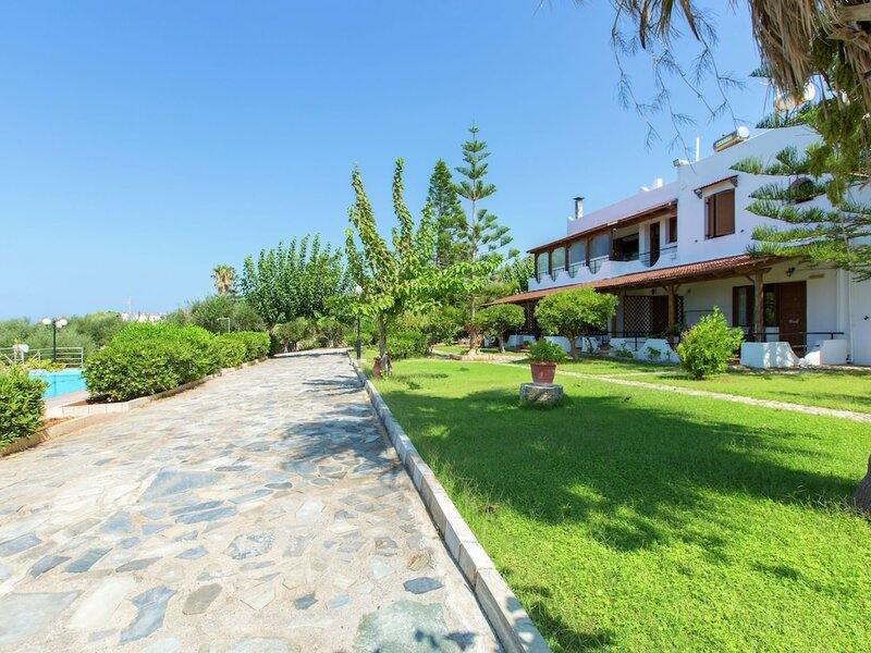 Great big House, big Pool, With Three Separate App. on sea Ââand Beach, Nw Coast