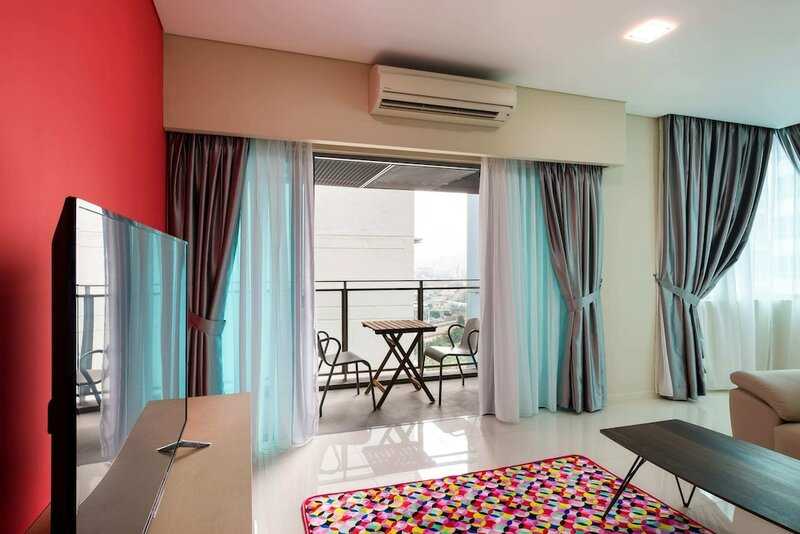 Colorful and Lovely Condo for 6 Near Klcc