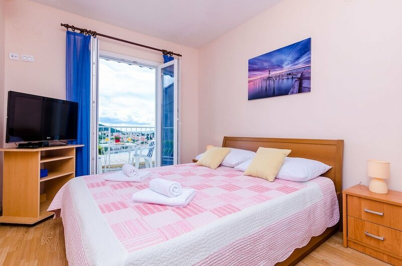 Apartments & Room Lino