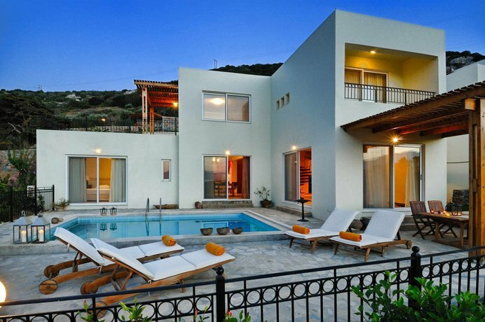 Spacious Villa With Private Pool and sea View, Just 150 Meters From the sea