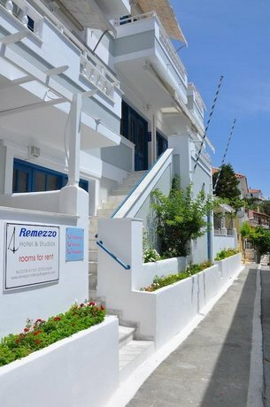 Remezzo Hotel & Studios