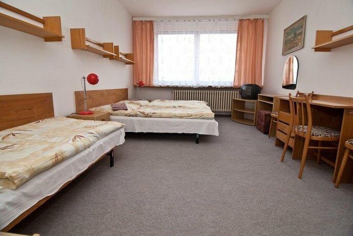 Domov mladeze a skolni jidelna Karlovy Vary