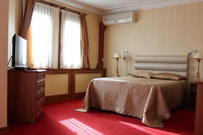 Dr Kushan Hotel
