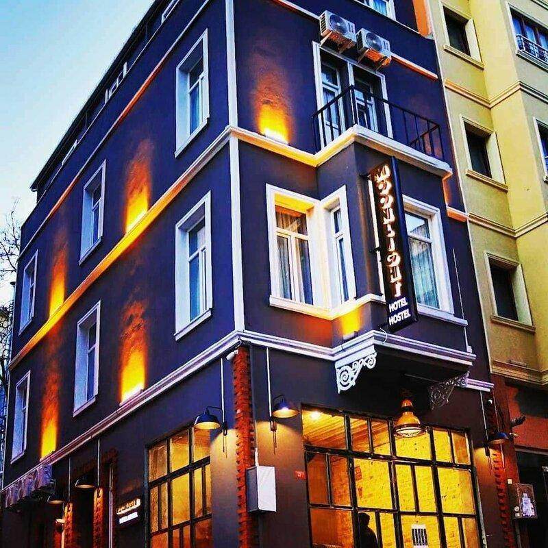 Moonlight Hotel & Hostel