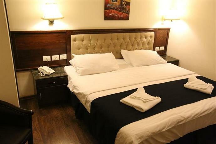 Shepherd Plaza Hotel