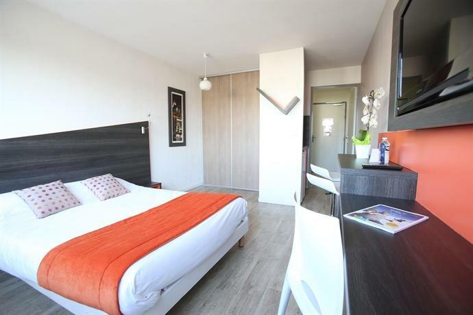 Отель Adonis Paris Sud