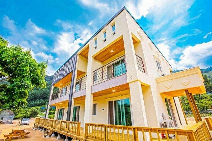 Sangju Sogli Mountain Munjangdae Pension