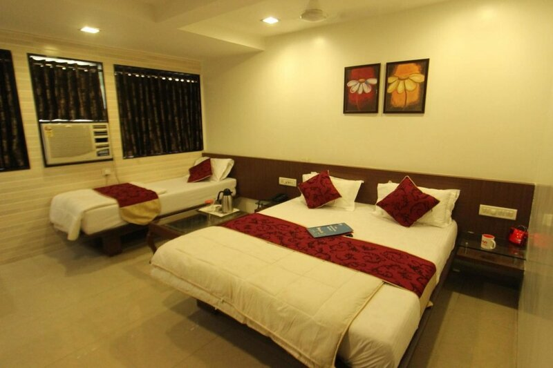 Oyo Rooms Lal Darwaja Road
