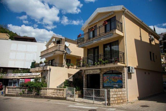 Mali Miločer Bay Accommodation