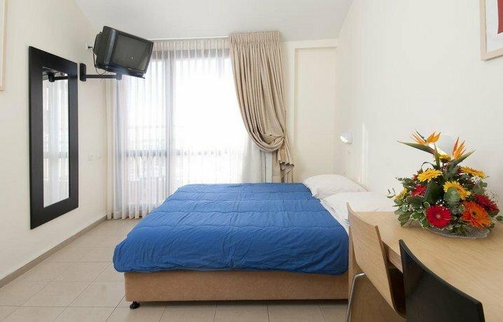 Hi - Shlomi Hostel