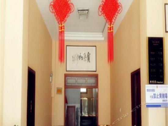 Fuyang Funan Yixuan Business Hotel