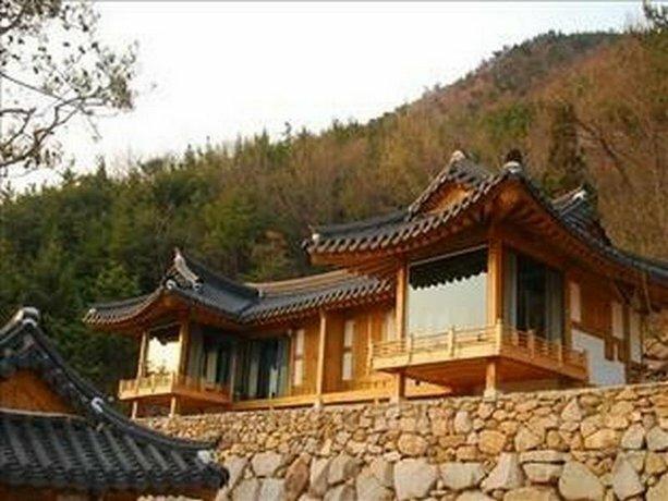 Namhae Hanok Pension Gowunjae