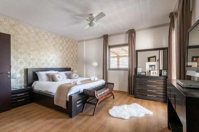 Villa Full Option in Herzlya Pitouah