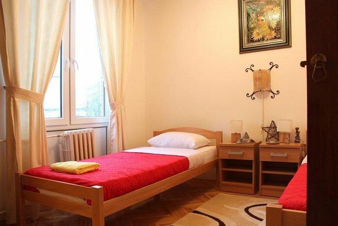 Hostel 42