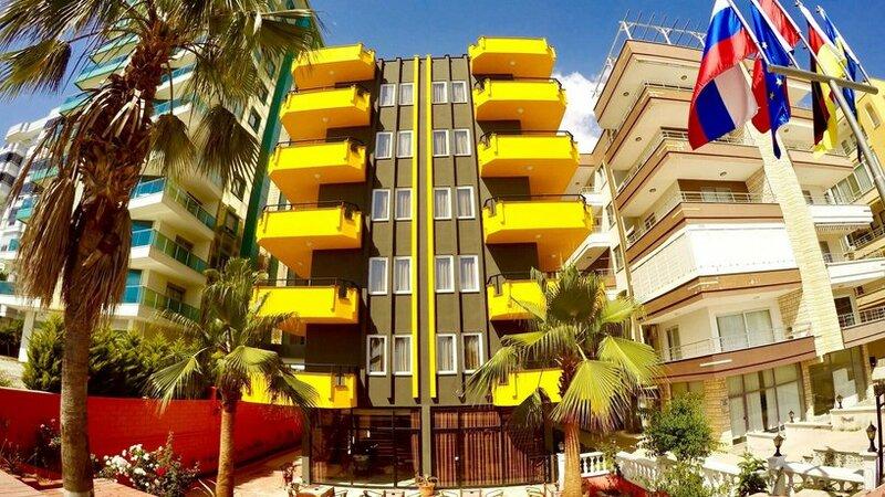 Flamingo Beach & Suite Hotel