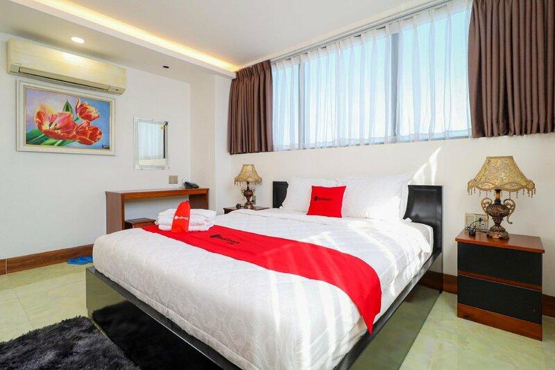 RedDoorz Premium near Khu cong nghiep Tan Binh