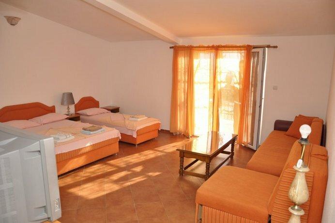 Apartments Radojevi?